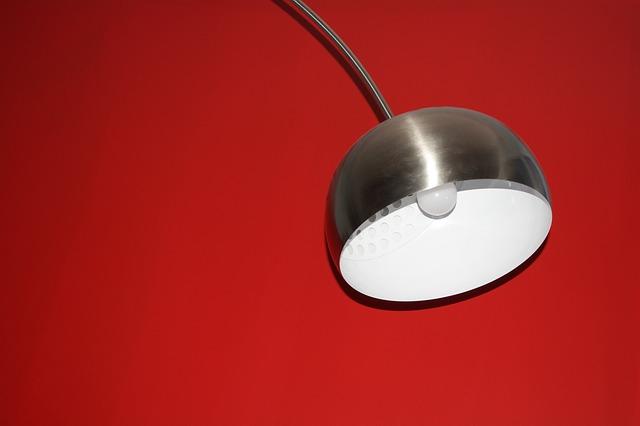chromová lampa