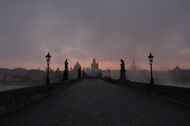 karlův most v mlze.jpg
